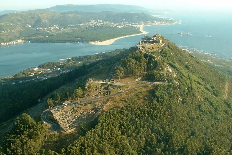 Monte Santa Tecla, A Guarda