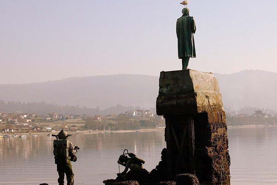 Estatua de Julio Verne en Illa de San Simón en Rías Baixas