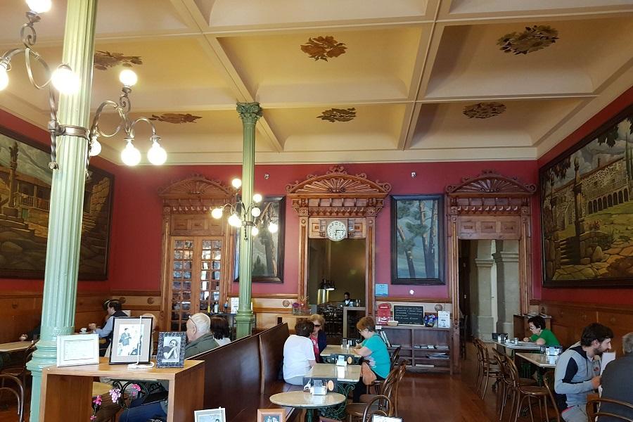 Café Moderno en Pontevedra, lugar de reuniones literarias