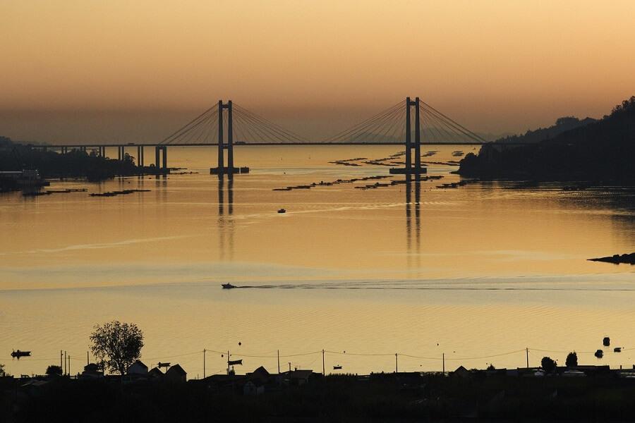 Atardecer sobre el puente de Rande desde Redondela, Pontevedra, Rías Baixas