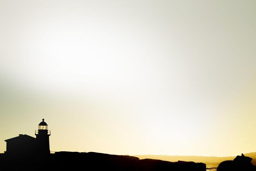 Atardecer sobre el Faro Punta Cabalo en Illa de Arousa