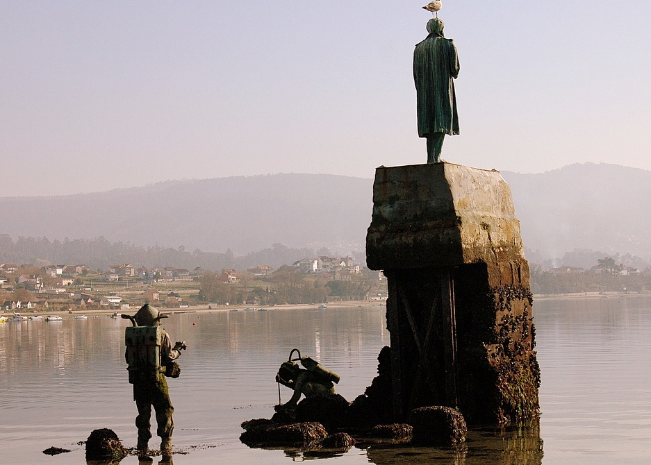 Estatua de Capitán Nemo - Turismo Rias Baixas